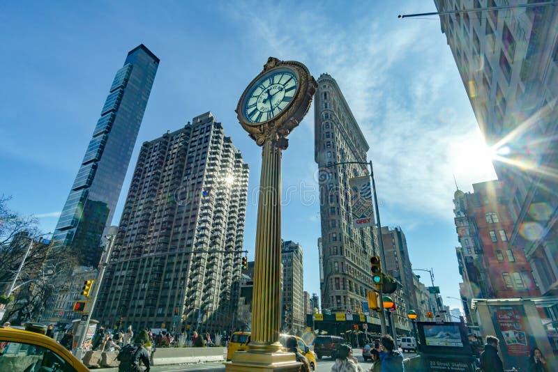 包围麦迪逊广场公园的熨斗大厦和大厦的风景视图 库存照片
