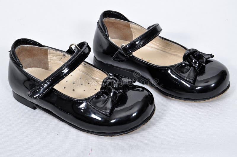 包括nubuck和皮革的女孩鞋子 免版税库存图片