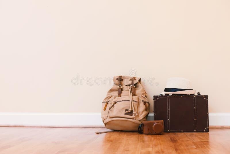 包装旅行的一个手提箱 免版税库存照片