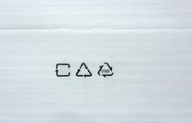 包装的纹理的白色泡沫纸与回收标志 免版税图库摄影