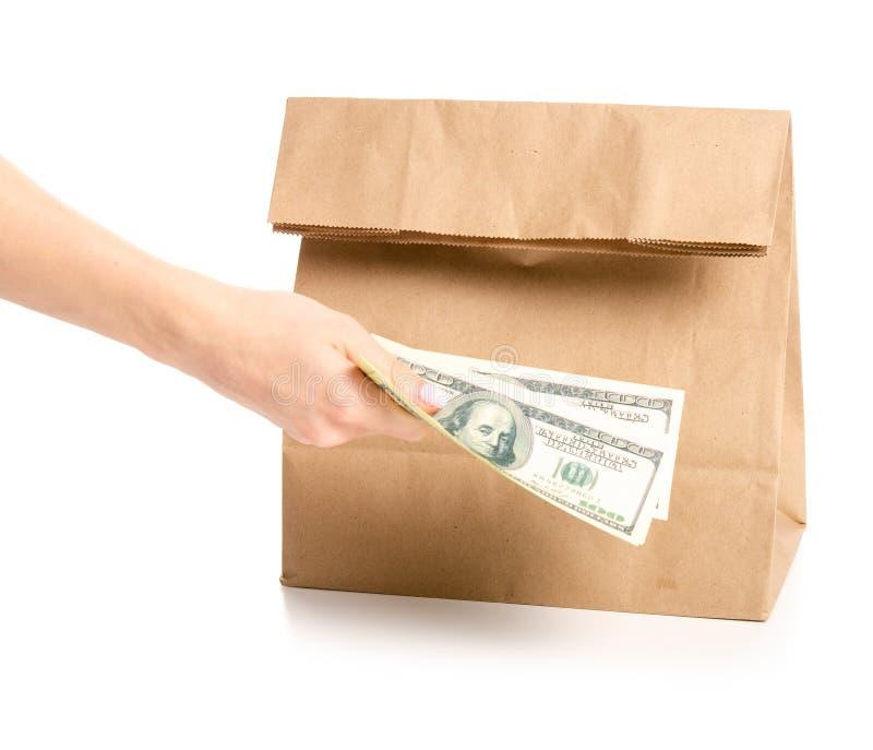 包裹袋子交付在手中金钱美元 免版税图库摄影