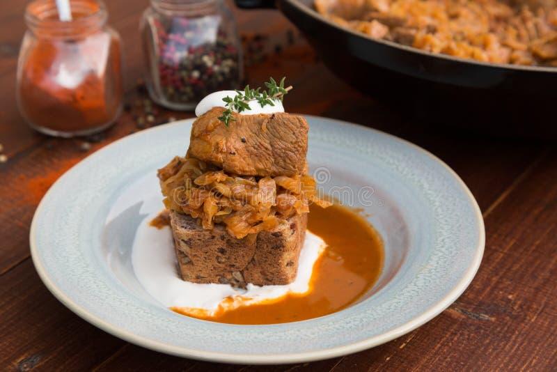 匈牙利圆白菜炖煮的食物 免版税库存照片