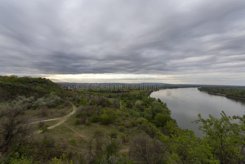 匈牙利埃尔德悬崖上的多瑙河 库存图片