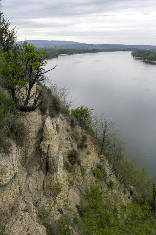匈牙利埃尔德悬崖上的多瑙河 免版税库存图片