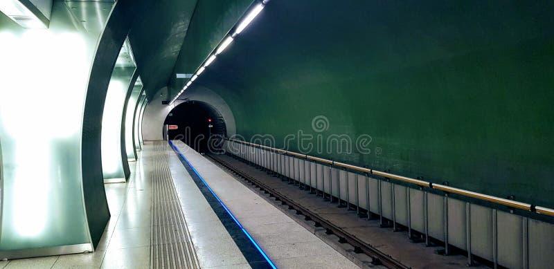 匈牙利布达佩斯 — 2019年 10 06 :拉科齐广场地铁站 库存图片