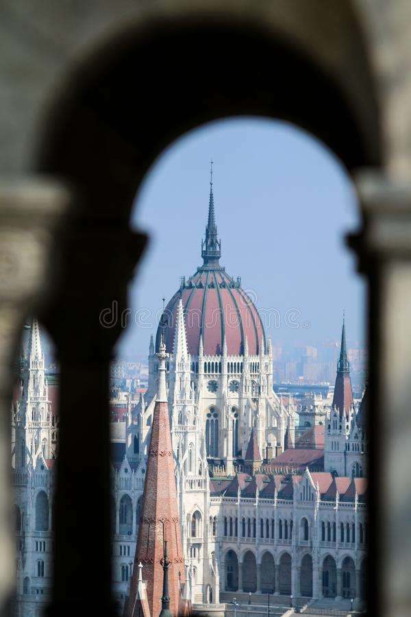 匈牙利议会在从相反小山的布达佩斯 免版税库存照片
