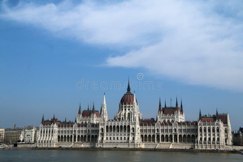 匈牙利议会在从相反河岸的布达佩斯 库存图片