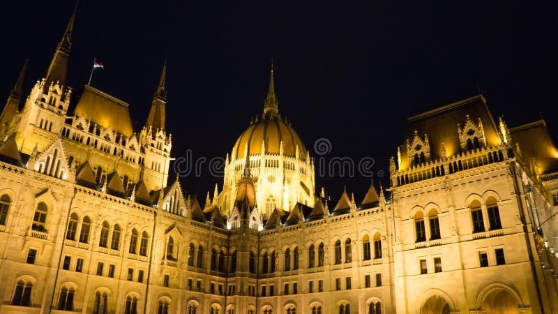 匈牙利议会大厦细节在晚上 免版税图库摄影