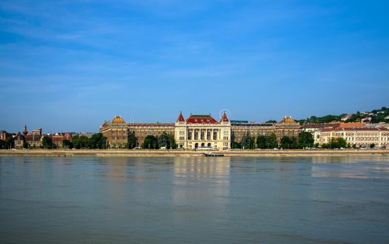10 06 2019? 匈牙利,布达佩斯美丽的景色从多瑙河的早晨和Buda的正确的海岸  图库摄影