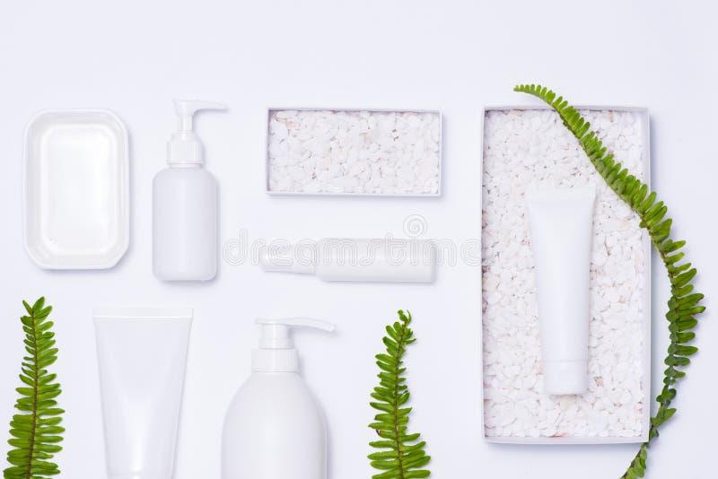 化妆用品温泉烙记的大模型,顶视图,在白色背景 免版税库存图片