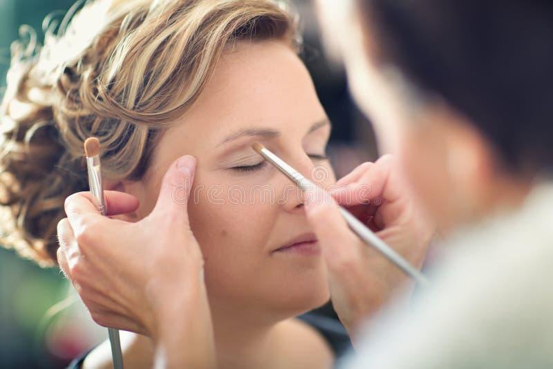 化妆用品的妇女 库存照片