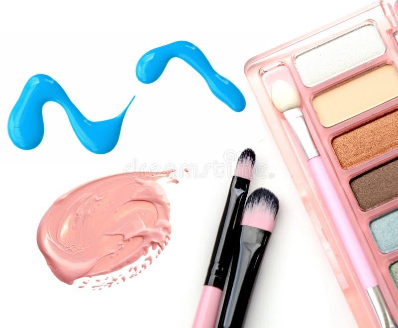 化妆用品:指甲油,基础,眼影箱子隔绝了对象 图库摄影