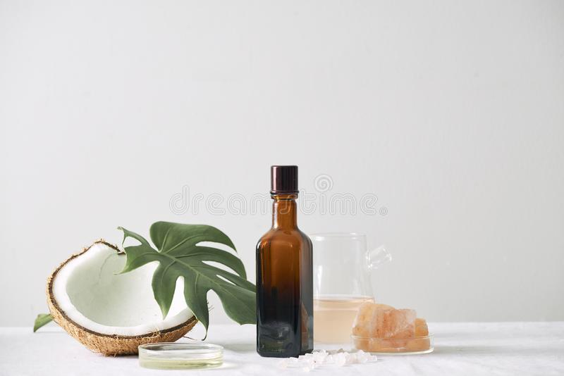 化妆自然skincare和精油芳香疗法 有机自然科学美容品 草本替代医学 图库摄影