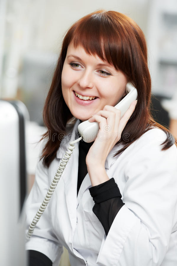 化学家药房药房电话妇女 库存照片