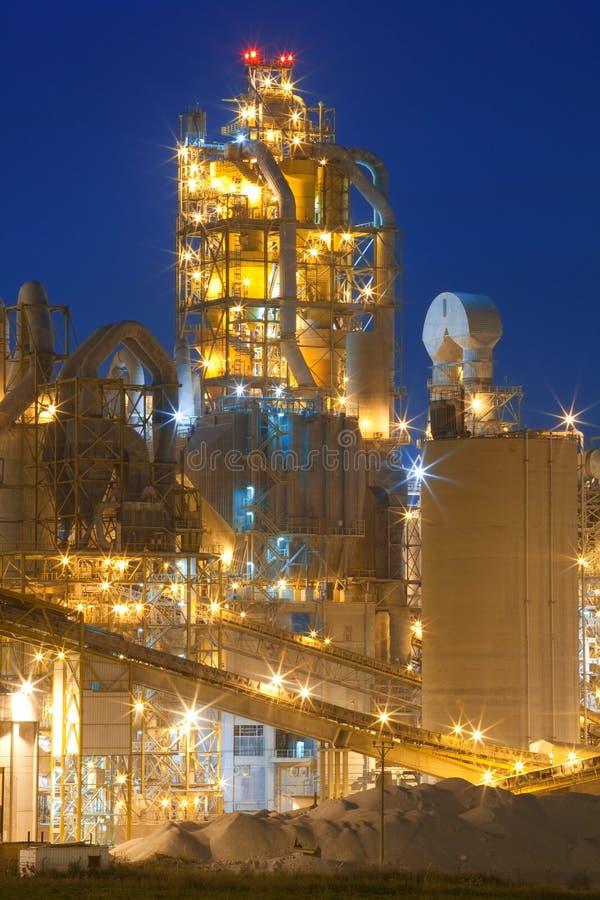 化工工厂晚上工厂 免版税库存图片