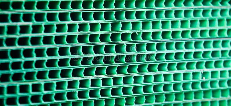 绿化被编织的金属难看的东西栅格镶边的抽象背景 图库摄影