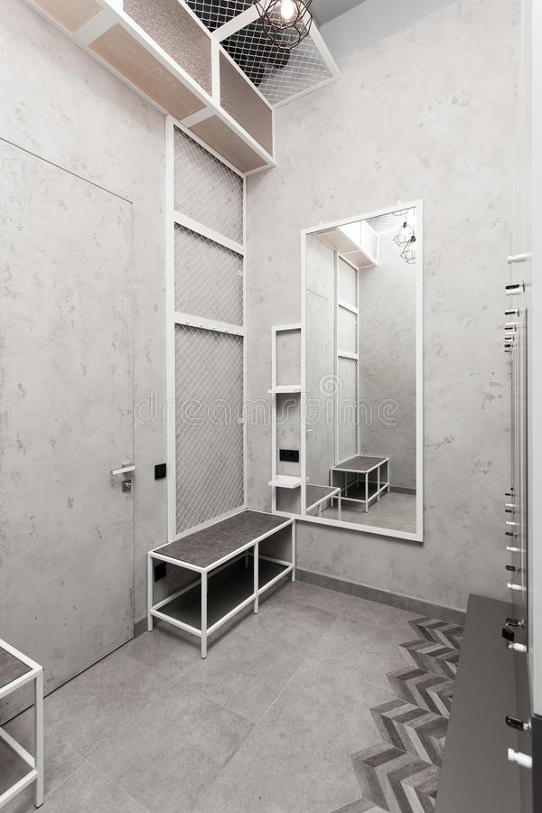 化装室,寄物处,衣橱内部 免版税库存照片
