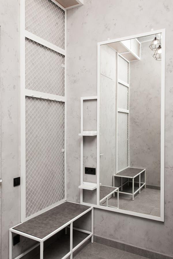 化装室,寄物处,衣橱内部 免版税库存图片
