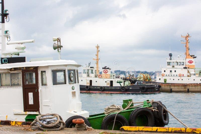 北九州,日本- 2016年11月22日:在Mojiko口岸的大运输小船在北九州,日本 库存照片