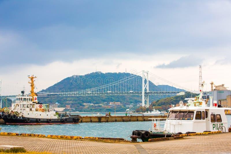 北九州,日本- 2016年11月22日:Mojiko口岸和Kanmonkyo吊桥在北九州,日本 Kanmonkyo停止 图库摄影