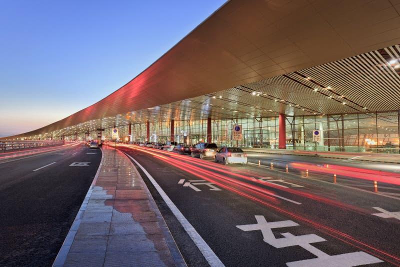 北京首都国际机场,微明的终端3 免版税库存照片