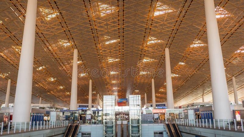 北京,中国- 2018年1月1日:中国机场在北京 有等待离开的乘客的终端机场 免版税库存照片