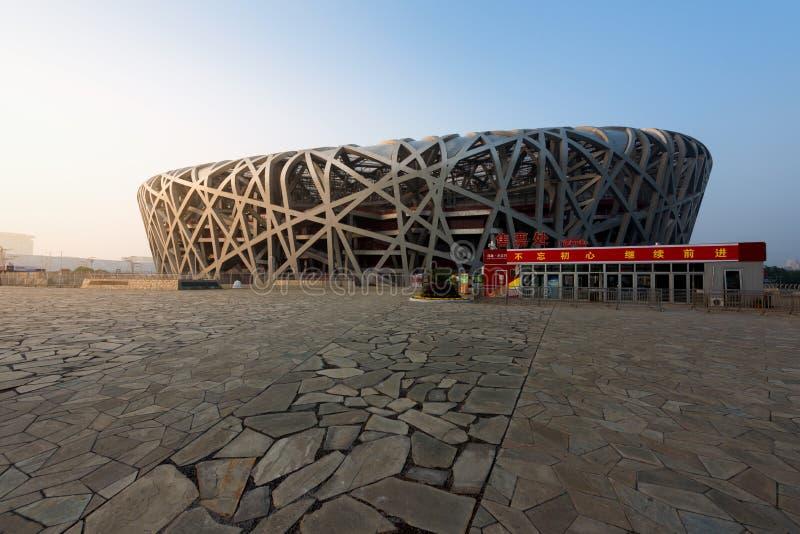 北京,中国- 2017年10月20日:在白天的鸟的巢 鸟` s巢是一个体育场在北京,中国 它被设计了为 免版税库存图片