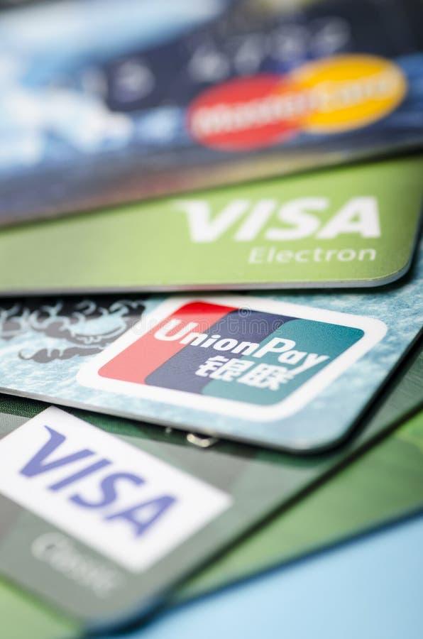 北京,中国- 2019年4月6日:联合薪水、签证和万事达卡卡片付款系统特写镜头,软的焦点 库存照片