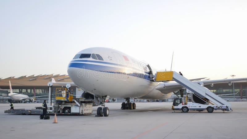 北京,中国- 2018年1月1日:飞机为飞行准备 免版税库存照片