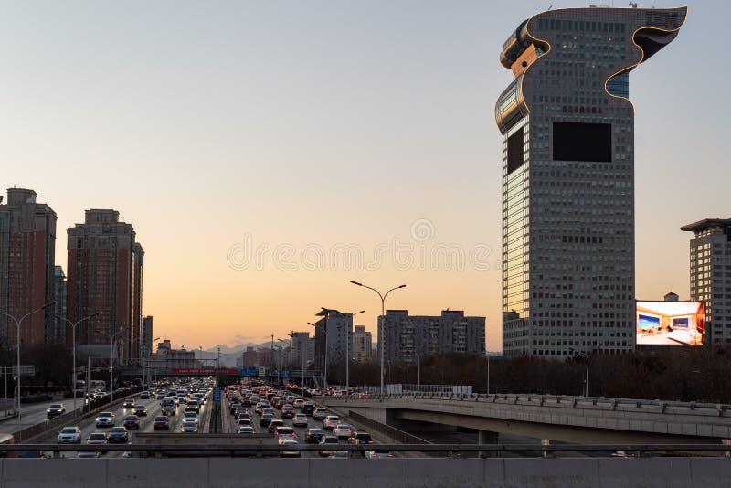 北京,中国- DEC 25日2017年:北京现代大厦和高速公路 免版税库存图片