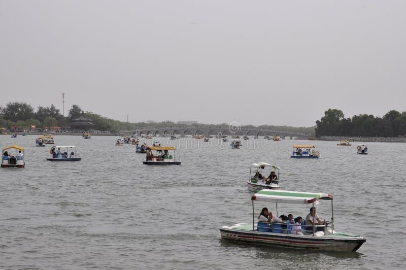 北京,第5可以:桥梁到从昆明湖的南湖海岛在北京 库存照片