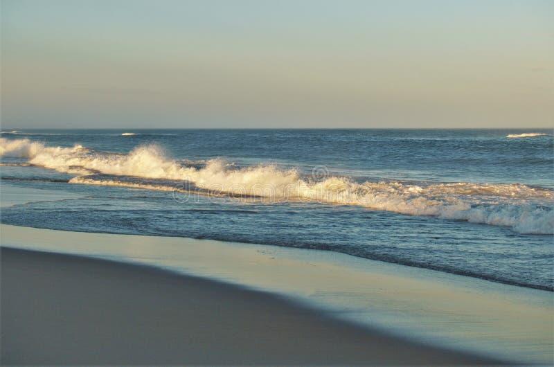 北卡罗来纳外面银行海滩日落 库存照片