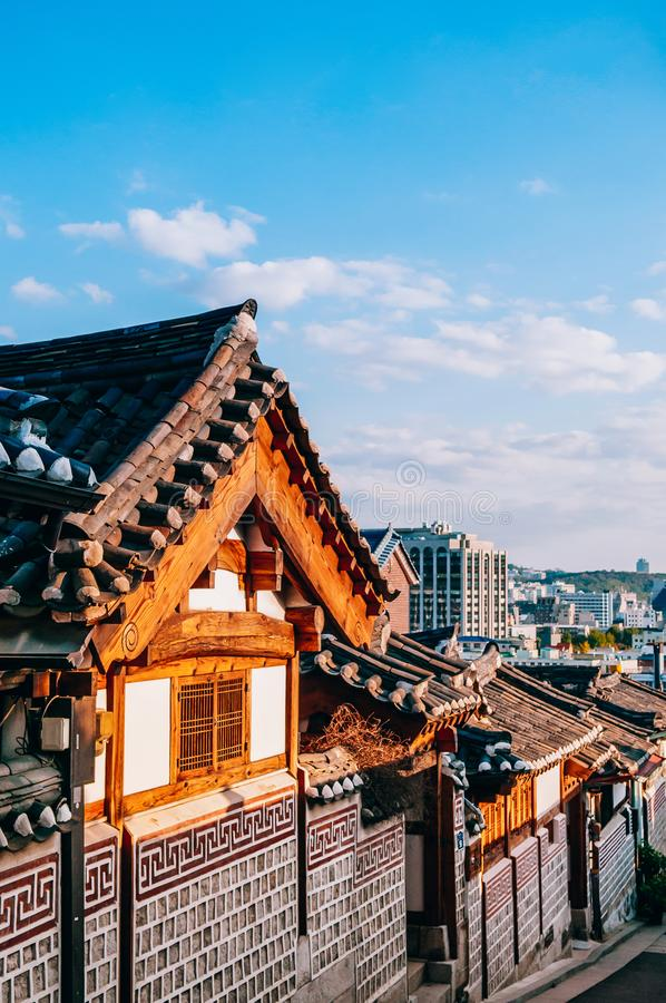 北村韩屋村,有游人的老传统韩国房子 库存图片