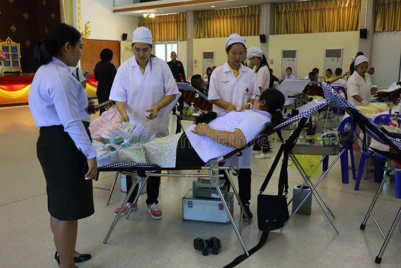 北榄坡府,泰国,2019年4月29日 亚裔人民、医生和护士在医疗保健医院捐赠血液 免版税库存图片
