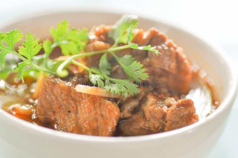 北泰国样式猪肉咖喱用大蒜,猪肉炖煮的食物 库存图片