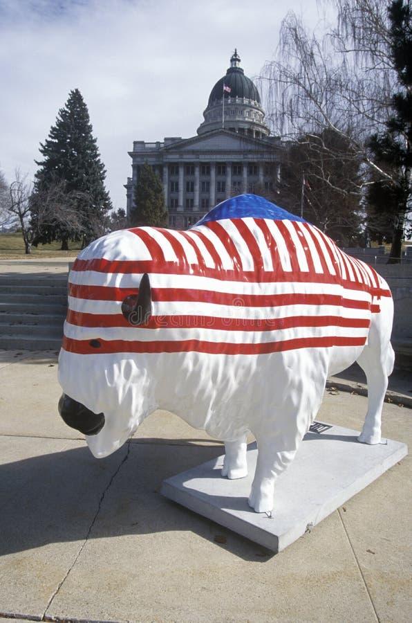 北美野牛绘与美国国旗,公共艺术项目,冬季奥运会,状态国会大厦,盐湖城, UT 免版税库存图片