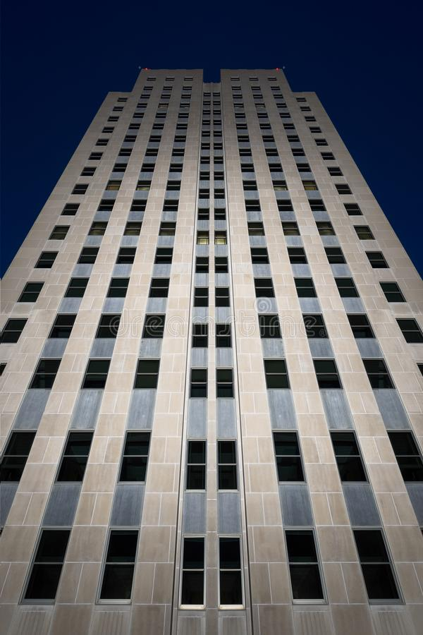 北达科他状态国会大厦在晚上 免版税库存图片