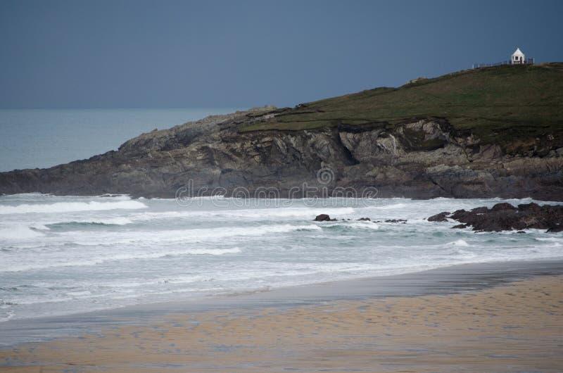 北部Fistral陆岬风景视图包括海洋和沙滩岸 库存图片