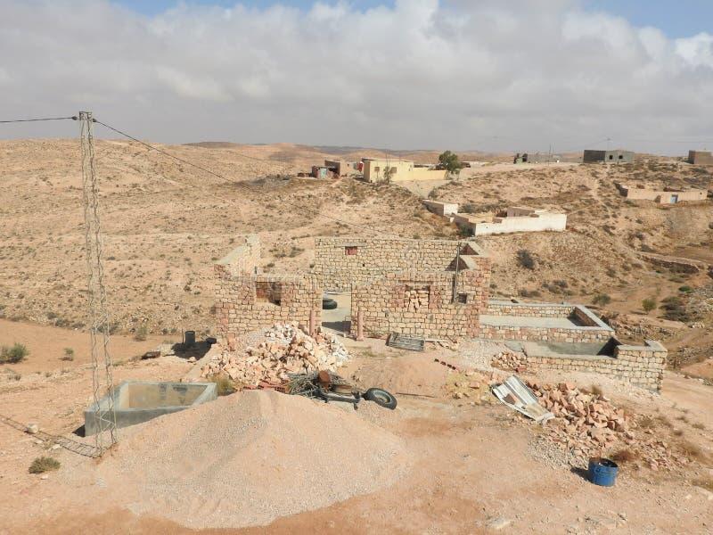 北非的巴巴里人村庄Tamezret加贝斯湾省清真寺热的沙漠在突尼斯 图库摄影