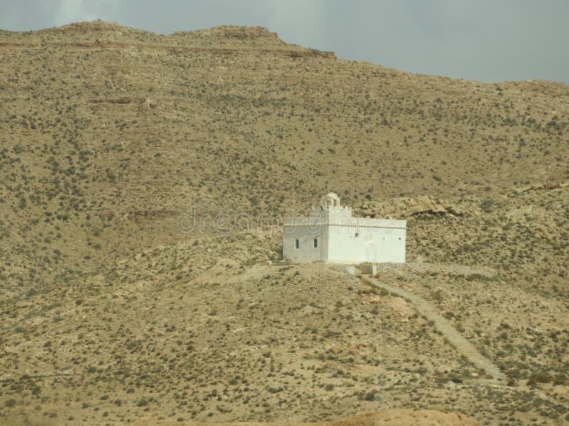 北非的巴巴里人村庄Tamezret加贝斯湾省清真寺热的沙漠在突尼斯 免版税图库摄影