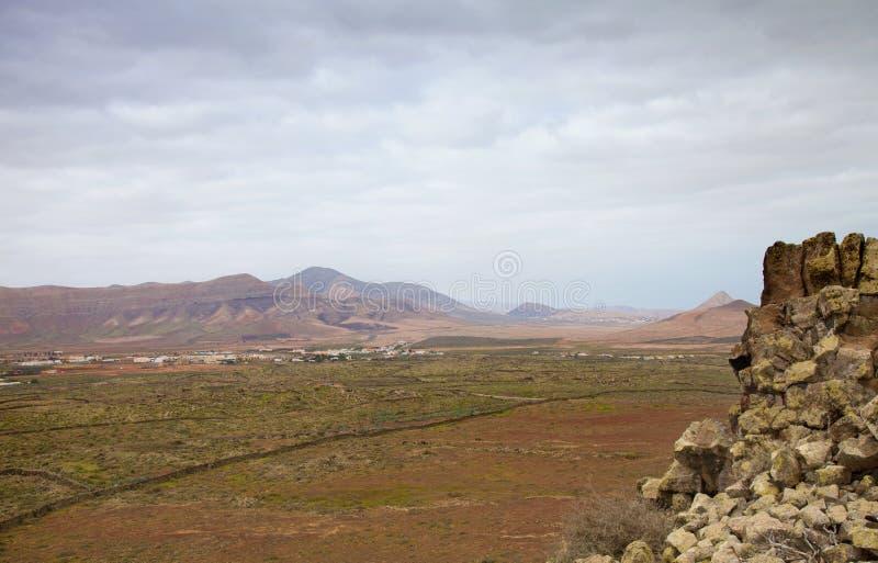 Download 北费埃特文图拉岛 库存照片. 图片 包括有 岩石, 阴云密布, 没人, 横向, 竞技场, 火山, 气候, 地衣 - 30338936