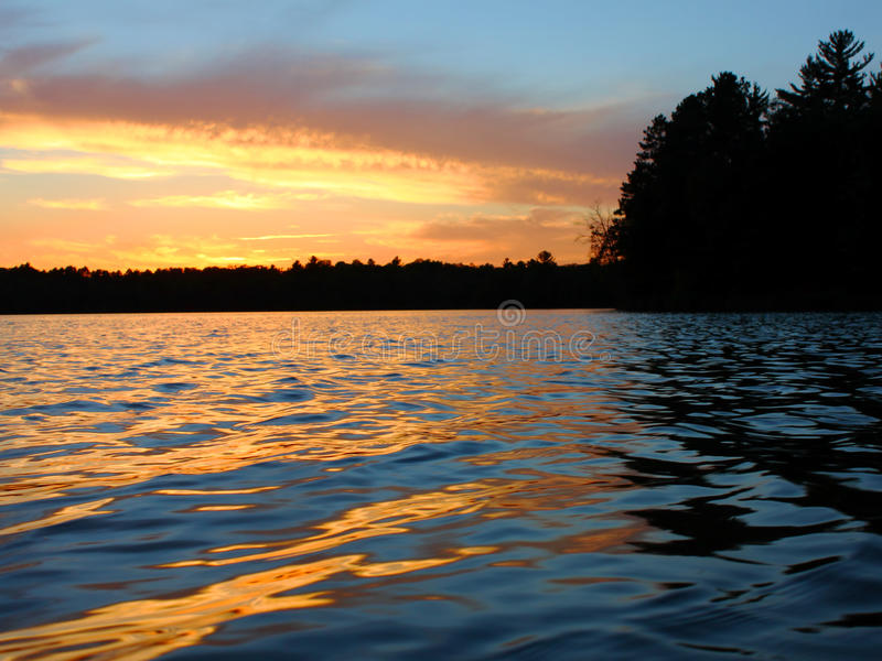 北Wisconsin湖日落 库存图片