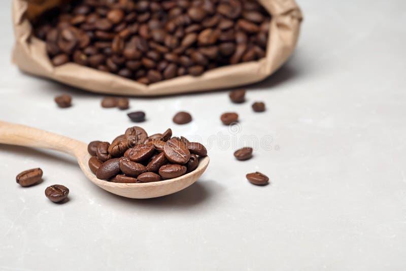 匙子用咖啡豆 库存图片
