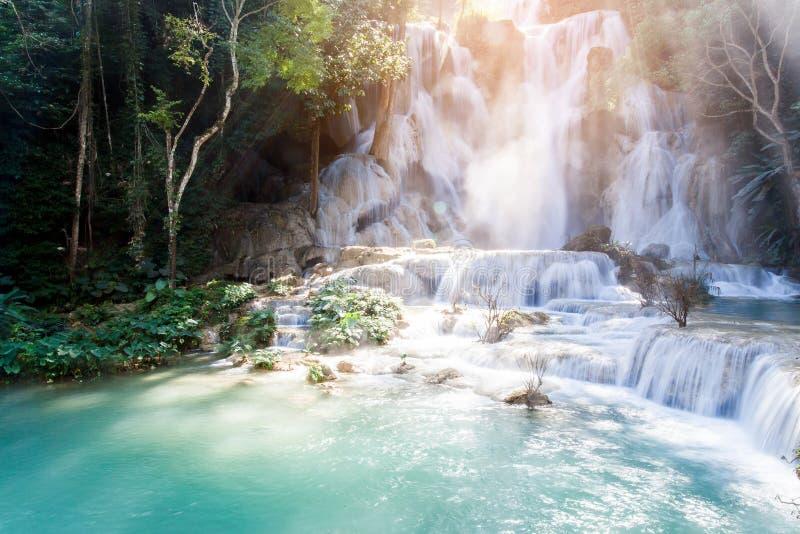 匡Si瀑布& x28; Tat Guangxi& x29; 琅勃拉邦,老挝 免版税库存图片