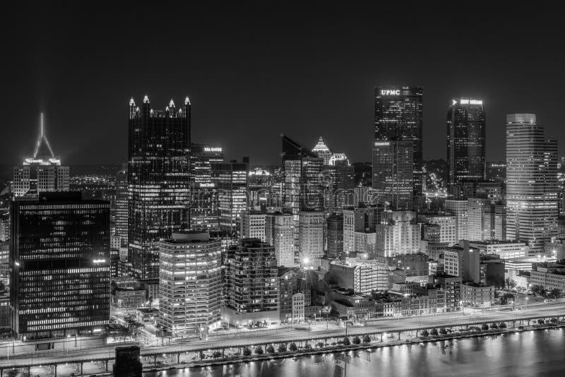匹兹堡地平线的看法在晚上,从华盛顿山,匹兹堡,宾夕法尼亚 库存照片