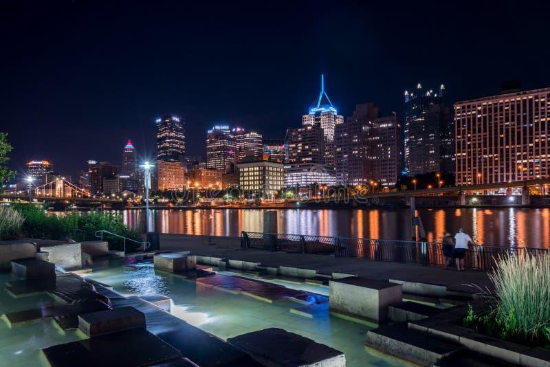 匹兹堡城市地平线在晚上 库存图片