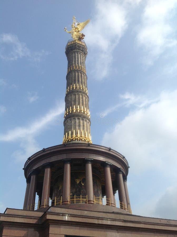 区柏林圈子列德国中间纪念碑位于的街道tiergarten胜利 免版税图库摄影