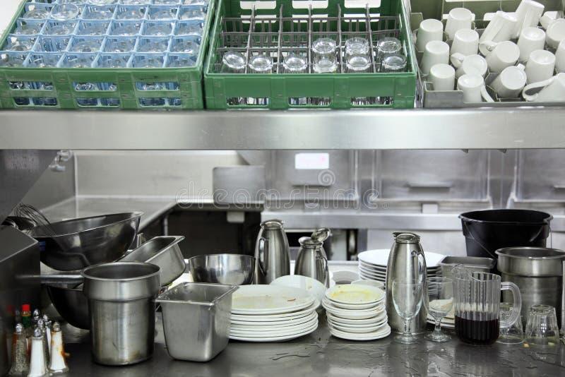 区洗碗盘行为厨房餐馆 免版税库存照片