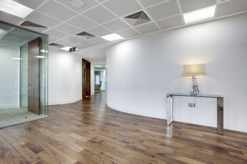 区现代办公室接收 库存照片