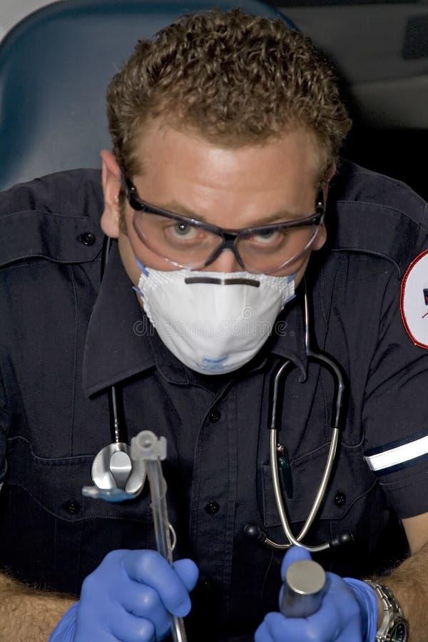 医务人员插管法 免版税库存照片